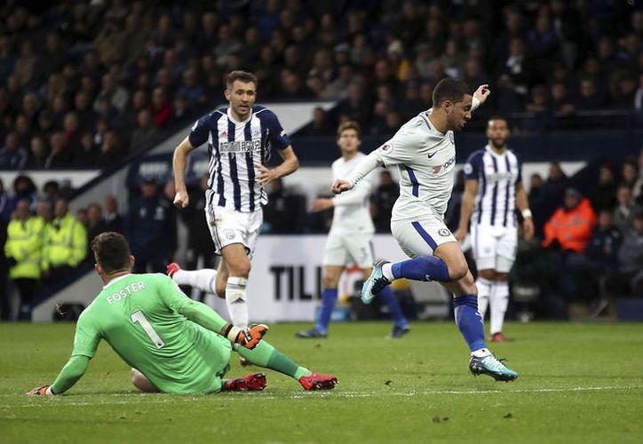 Hazard logró con sus anotaciones posicionar al Chelsea como el segundo de la tabla. (Foto: AP)