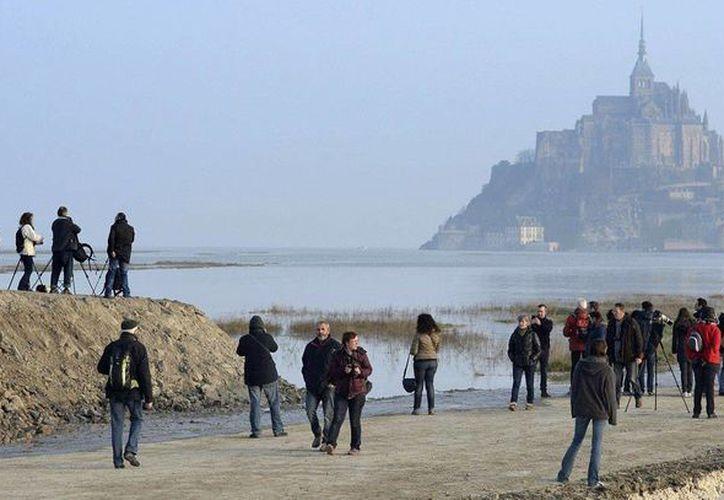 La llamada 'marea del siglo' no regresará sino hasta marzo de 2033, en el Monte Saint-Michel. (corriere.it)