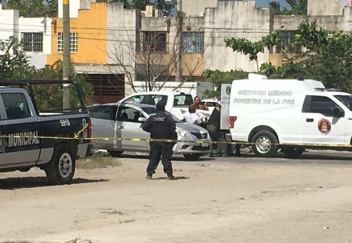 Un sujeto fue ejecutado dentro de un vehículo, quien permanece en calidad de desconocido. (Redacción/SIPSE)