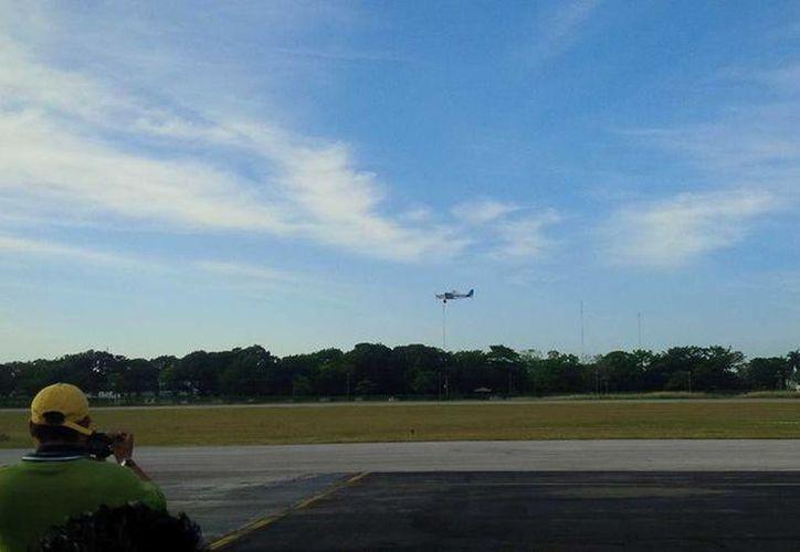 Ayer se realizaron las pruebas de fumigación sobre en el aeropuerto y áreas cercanas. (Redacción/SIPSE)