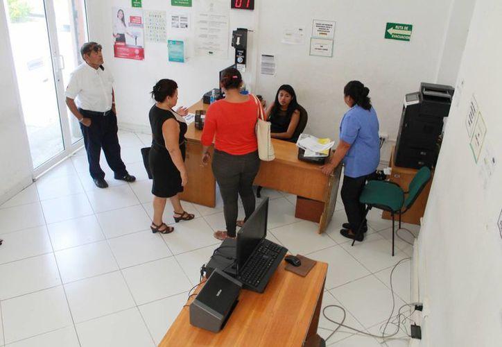 La Condusef ofrece a las personas un simulador de ahorro e inversión. (Luis Soto/SIPSE)