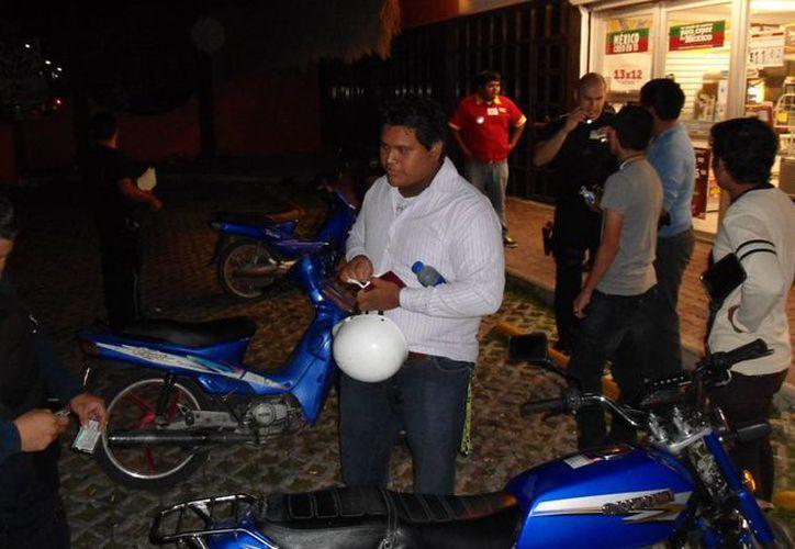Un problema común entre los motociclistas es que circulan sin placa y son multados. (Irving Canul/SIPSE)