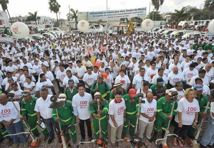 En la plaza cívica 28 de Julio se reunieron los participantes de este programa. (Cortesía/SIPSE)