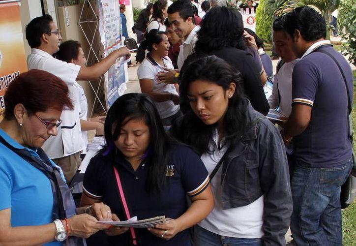 Cerca de cuatro mil estudiantes de la Uady aspiran a conseguir esta beca. (Milenio Novedades)