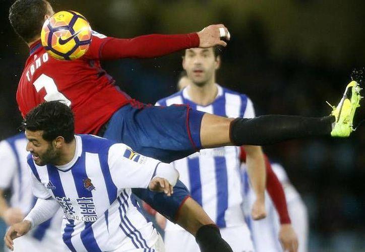 La Real Sociedad y Carlos Vela derrotaron 3-2 al Osasuna, en partido de la Jornada 21 de la Liga de España.(Foto tomada de Mediotiempo)