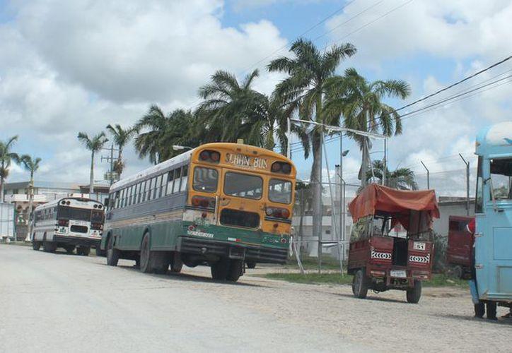 Los vehículos procedentes de Belice que ingresan a México deben cubrir un seguro. (Daniel Tejada/SIPSE)