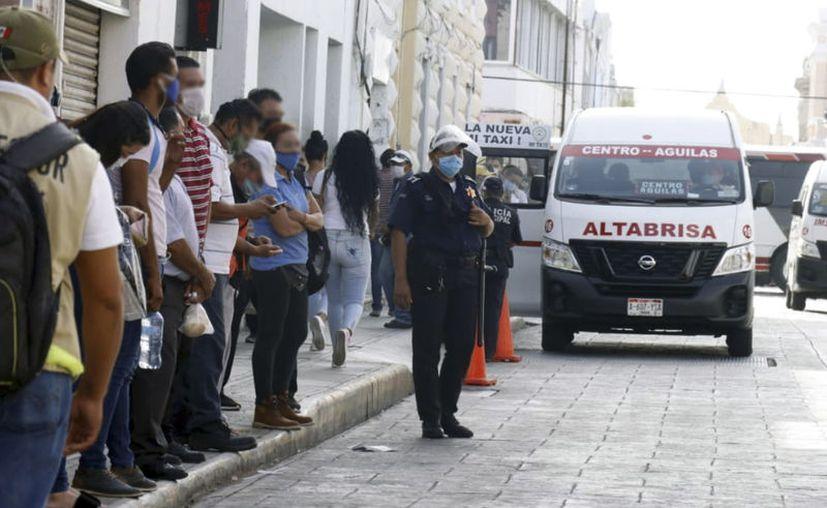 Las unidades del FUTV operan con un número limitado de pasajeros para evitar contagios. (José Acosta/Novedades Yucatán)