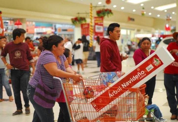 Las tiendas de autoservicio y departamentales, entre los afectados por la caída de ventas minoristas. (Notimex/Foto de contexto)
