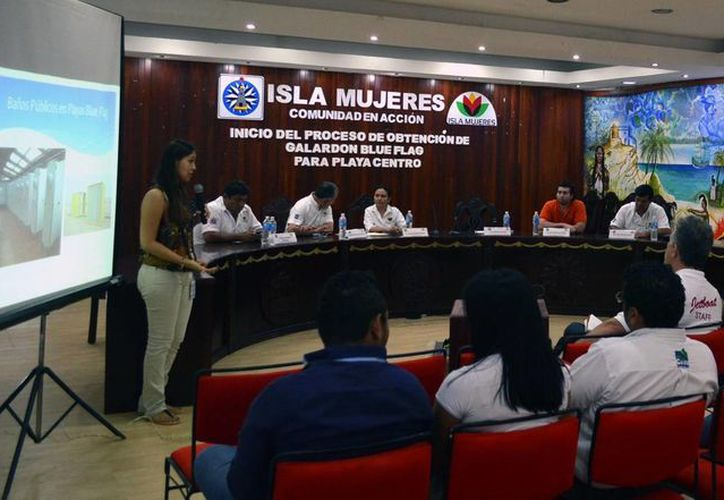 Este viernes se informó sobre los requisitos para que Isla Mujeres tenga una playa con la certificación Blue Flag. (Cortesía)