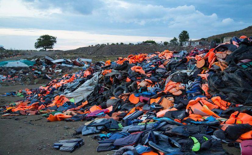 Alrededor de la mitad del millón de personas que han llegado a Europa en 2015 a través de la ruta de Los Balcanes han pasado a través de la isla de Lesbos, en Grecia. (Notimex)
