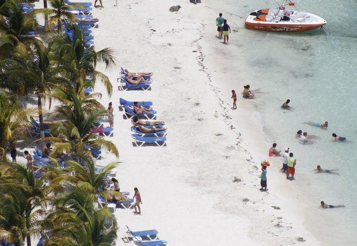 Los visitantes corren riesgos de contraer patologías en la piel que sólo se presentan en regiones como la Península de Yucatán. (Israel Lea/SIPSE)