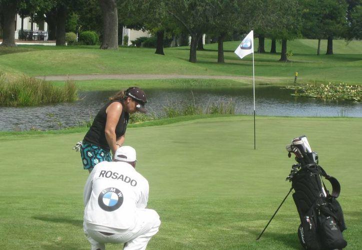 Jacqueline Rosado terminó en el primer sitio en la primera ronda del Mundial de Golf. (Redacción/SIPSE)