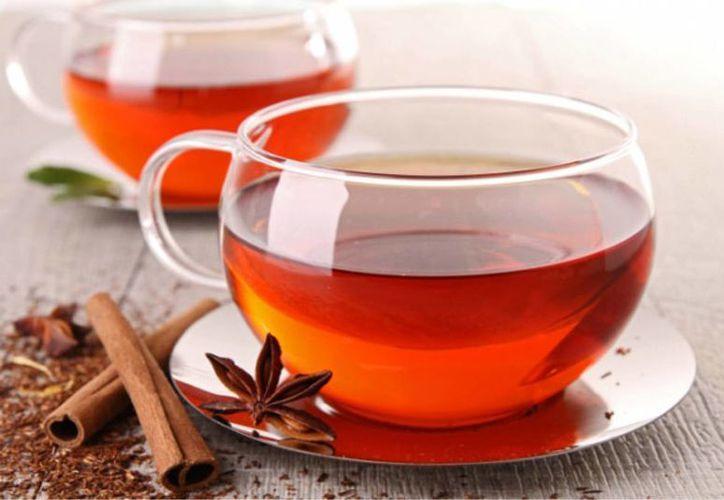 Los tés blanco y rojo se han vuelto muy populares, por ser alternativas saludables para la limpieza del organismo. (lamejordieta.org)