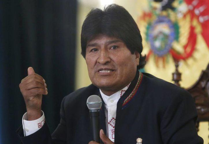 El presidente Evo Morales se lesionó el sábado jugando un partido de futbol de salón en la inauguración de un escenario deportivo financiado por su gobierno en una localidad cerca de La Paz, Bolivia. (Archivo/AP)