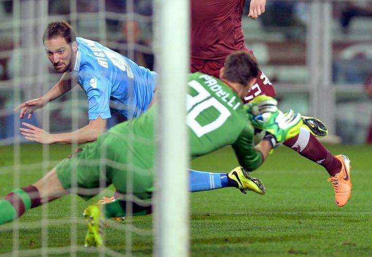 Higuaín anota contra el Torino, que dio un gran partido. (Agencias)