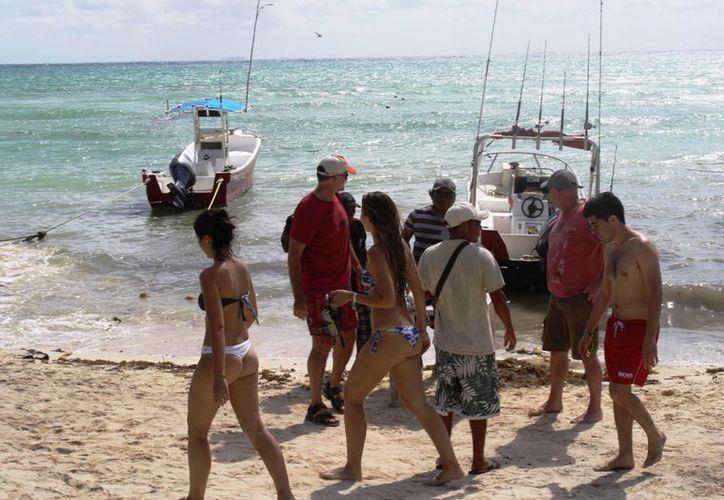 Ayer se volvió a abrir el puerto a la navegación, sin embargo la actividad turística fue poca. (Octavio Martínez/SIPSE)