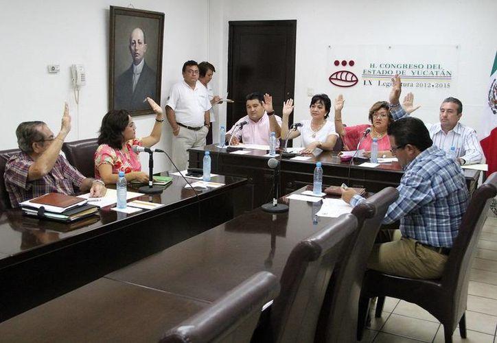 Diputados aprueban el dictamen de la Iniciativa de reforma la Ley estatal de Educación. (SIPSE)