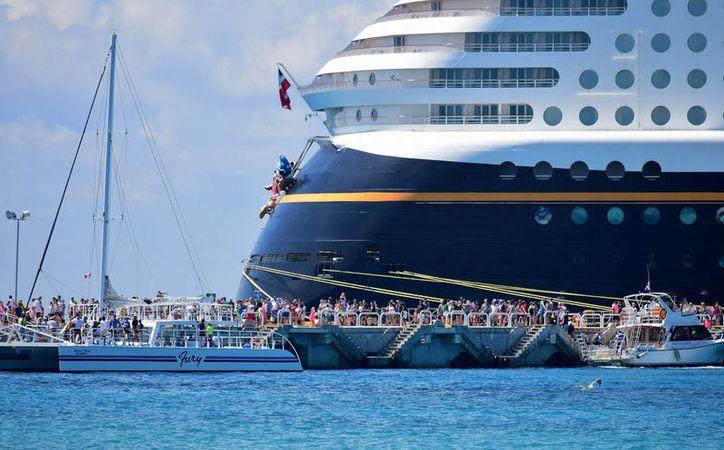 Las navieras que enviaran sus barcos la próxima semana por la ruta del Caribe que hace escala en Cozumel. (Gustavo Villegas/ SIPSE)
