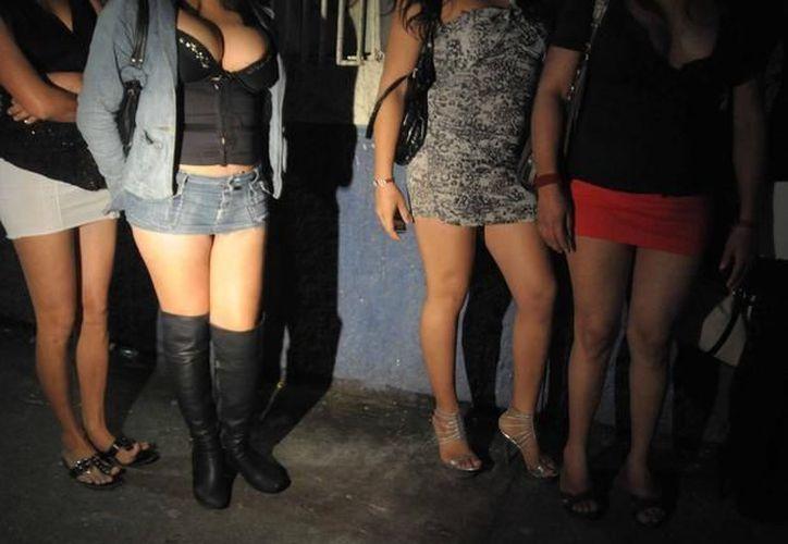 Tres de las cinco personas arrestadas en el prostíbulo clandestino son mujeres. (Notimex/Foto de archivo)