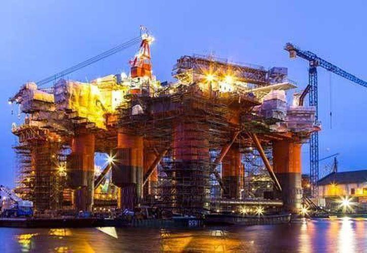 Hasta ahora se estima que pueden generar inversiones por casi 22 mil millones de dólares las tres licitaciones lanzadas para explorar y extraer hidrocarburos. (pulsoslp.com.mx)
