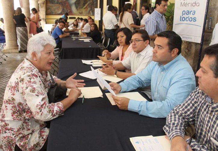 El Ayuntamiento que encabeza Renán Barrera Concha argumenta que los despidos son por falta de presupuesto. (SIPSE)