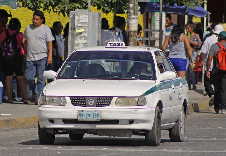 Los taxistas pueden ser multados con hasta seis mil 500 pesos, por incumplir los precios del servicio. (Foto: Jesús Tijerina)