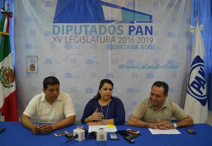 La reunión contó con la participación de los legisladores, Jesús Alberto Zetina Tejero, Mayuli Martínez Simón y Fernando Zelaya.(Eddy Bonilla/SIPSE)