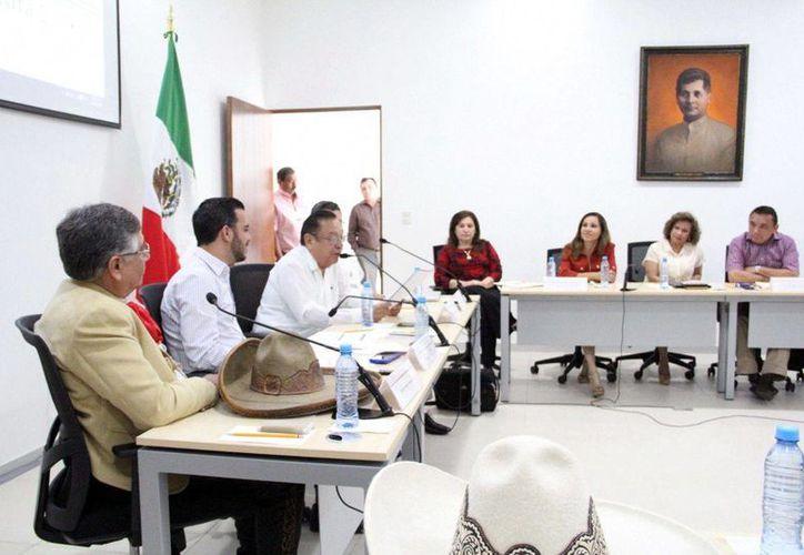 Los representantes de la jarana, la trova y la charrería sostuvieron una reunión con diputados de la Comisión Permanente de Arte y Cultura del Congreso del Estado. (Milenio Novedades)