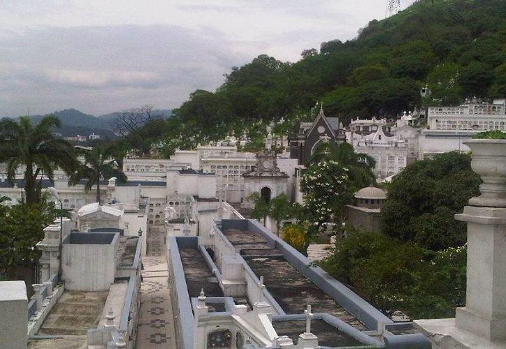 Los restos del ecuatoriano Edison Mosquera fueron enterrados en Cementerio General de Guayaquil. (cre.com.ec)