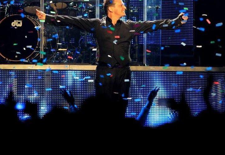 En el videoclip conmemorativo se aprecia cada uno de los premios y momentos más destacados de la carrera artística de Luis Miguel.(Notimex)