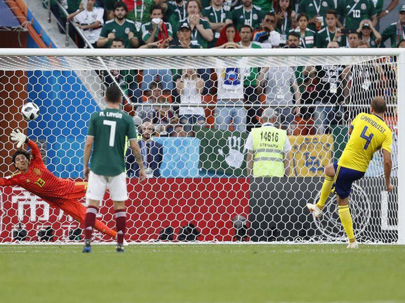Hasta los octavos de final del Mundial de Rusia, ningún portero fue más efectivo que el mexicano Guillermo Ochoa en cuanto a salvar su marco, según FIFA (Foto AP)