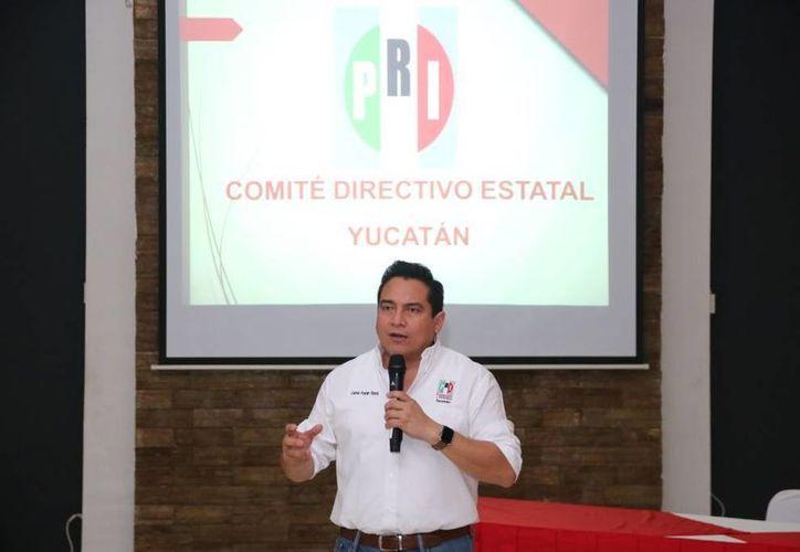 El Presidente del CDE del PRI, Carlos Pavón Flores (foto) y los alcaldes priístas de Yucatán eligieron a la nueva directiva de la Federación Nacional de Municipios de México (Fenamm) A.C. Capitulo Yucatán. (Foto cortesía del Gobierno)