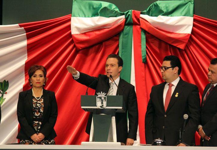 Manuel Velasco Coello rindió protesta como gobernador constitucional de la entidad, en sesión solemne del Congreso del estado. (Notimex)