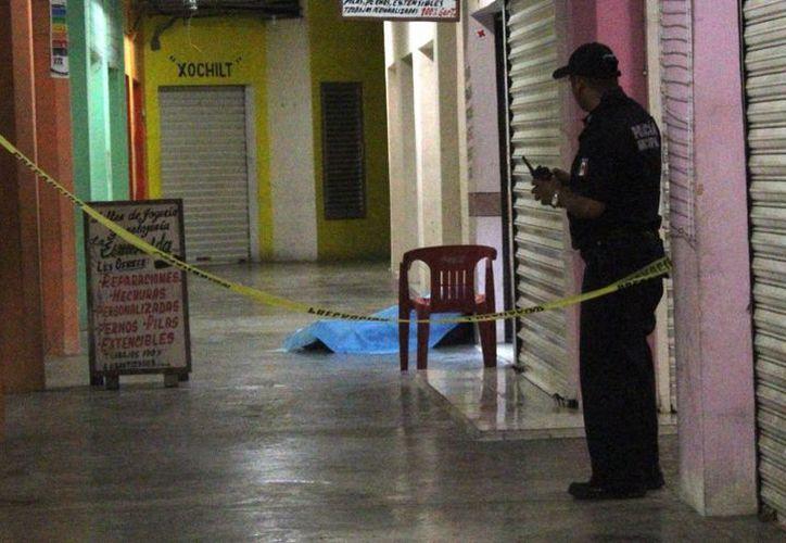 Un sujeto fue ejecutado esta noche dentro del mercado Diana Laura Riojas de Playa del Carmen. (Octavio Martínez/SIPSE)