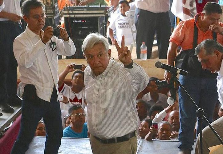 López Obrador visitó su tierra natal para dar el banderazo de salida rumbo a las elecciones de 2018. (Excélsior)