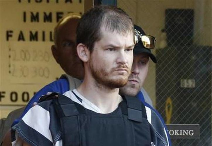 Timothy Ray Jones Jr., es escoltado por policías al salir de la prisión del condado Smith, en Raleigh, Missouri. (Agencias)