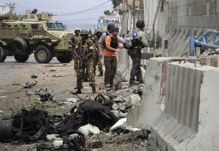 Un funcionario de inteligencia en Mogadiscio dijo que el ataque ocurrió cuando miembros de al-Shabab fueron a intervenir en una disputa en un clan. (Archivo/EFE)