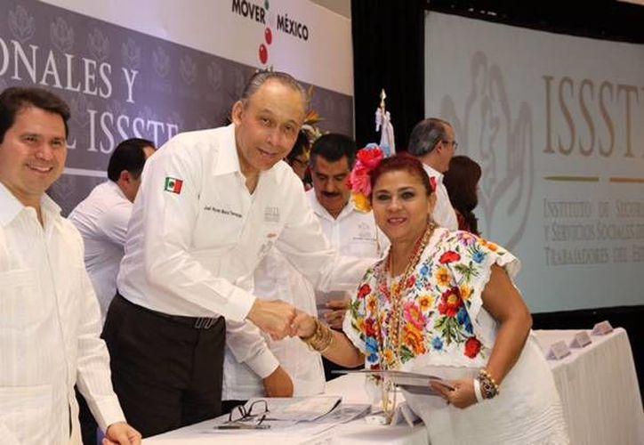 El Director General del Issste, José Reyes Baeza Terrazas declaró que el nuevo Hospital del Issste en Mérida beneficiará a 175 mil derechohabientes. (SIPSE)