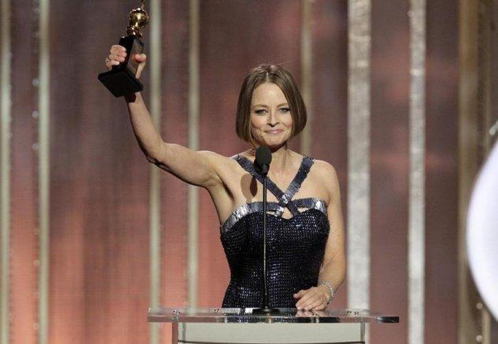 Jodie Foster al recibir un Globo de Oro en días pasados, donde estuvo acompañada por Mel Gibson. (Agencias/Foto de archivo)