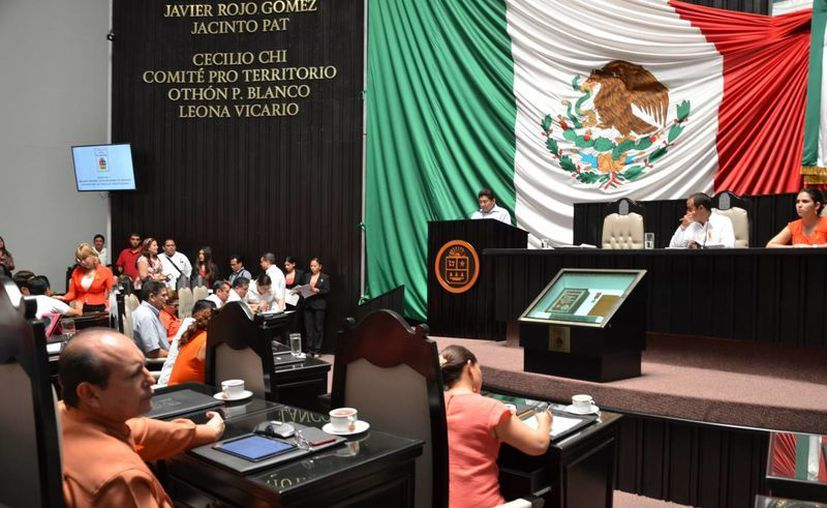 Con 18 votos a favor y cuatro en contra, el Congreso Local aprobó la reelección de Fidel Villanueva Rivero. (Gerardo Amaro/SIPSE)
