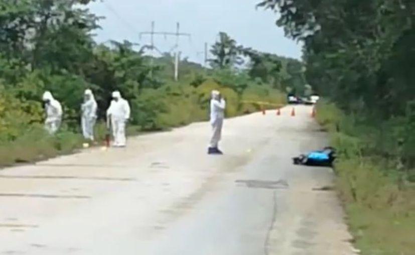El cadáver fue hallado a la orilla de la carretera. (Facebook)