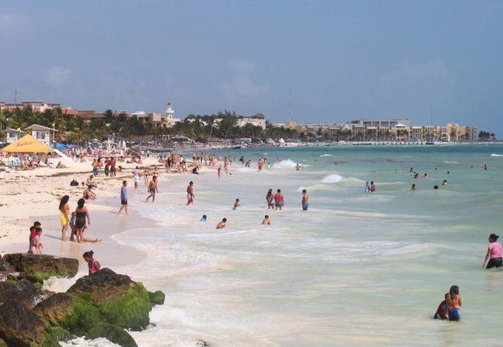 Esta semana iniciará la reinstalación del boyado en playas de Playa del Carmen. (Archivo/SIPSE)