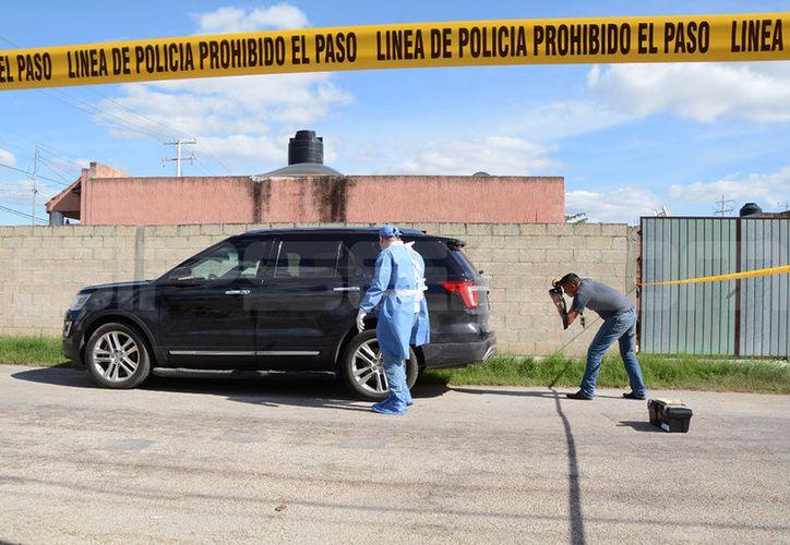 Los peritos tomaron rastros del vehículo el cual fue trasladado a las instalaciones de la FGE. (SIPSE)