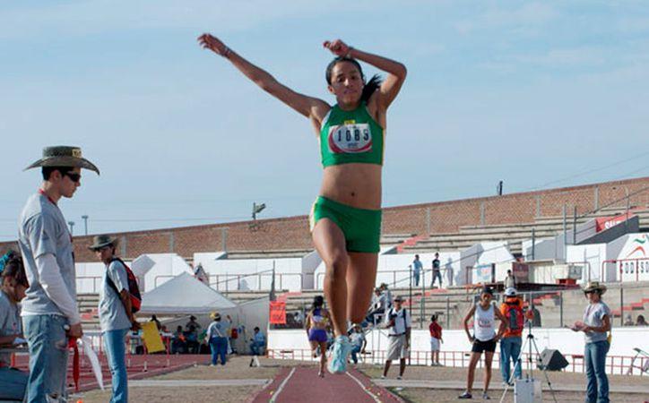 La medallista Patricia Mendonza Lugo encabeza la lista yucatecos que viajan al Nacional de Atletismo 2017, en Monterrey. (Archivo/IDEY)