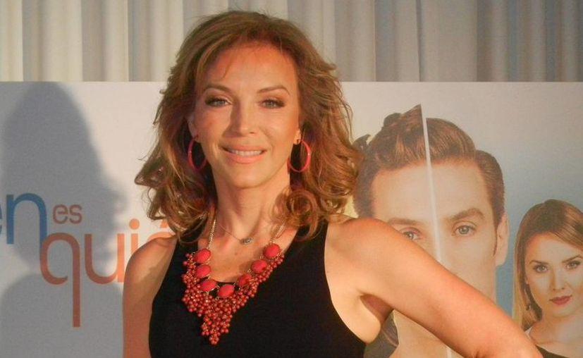 Laura Flores es la protagonista de '¿Quién es quien?', serie de Telemundo donde la actriz personificará a una madre soltera. (Notimex)