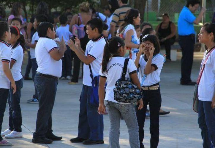 Tras la muerte de Héctor a consecuencia de 'bullying', su Denisse Serna Muñiz, y la subdirectora de la escuela, Sandra Luz Garza, siguen en libertad. (Notimex/Foto de contexto)