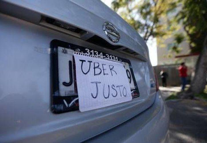 Cientos de usuarios se vieron afectados por la tarifa dinámica impuesta por Uber durante la contingencia ambiental en la Ciudad de México. (Archivo/Milenio)