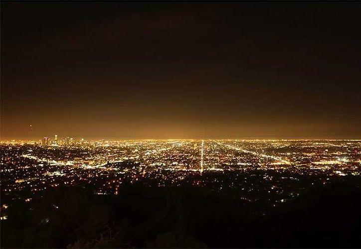 La contaminación lumínica que se vive en las grandes ciudades ha hecho imposible la visión del espacio por las noches.  (Imagen tomada de latribuna.hn)