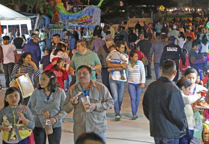 Miles de familias asisten al Carnaval. (Jesús Tijerina/SIPSE)