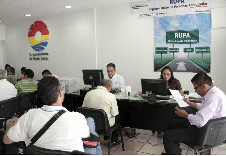 Se espera que en septiembre finalice la educación y capacitación del 100% de burócratas del Ayuntamiento de Benito Juárez. (Tomás Álvarez/SIPSE)